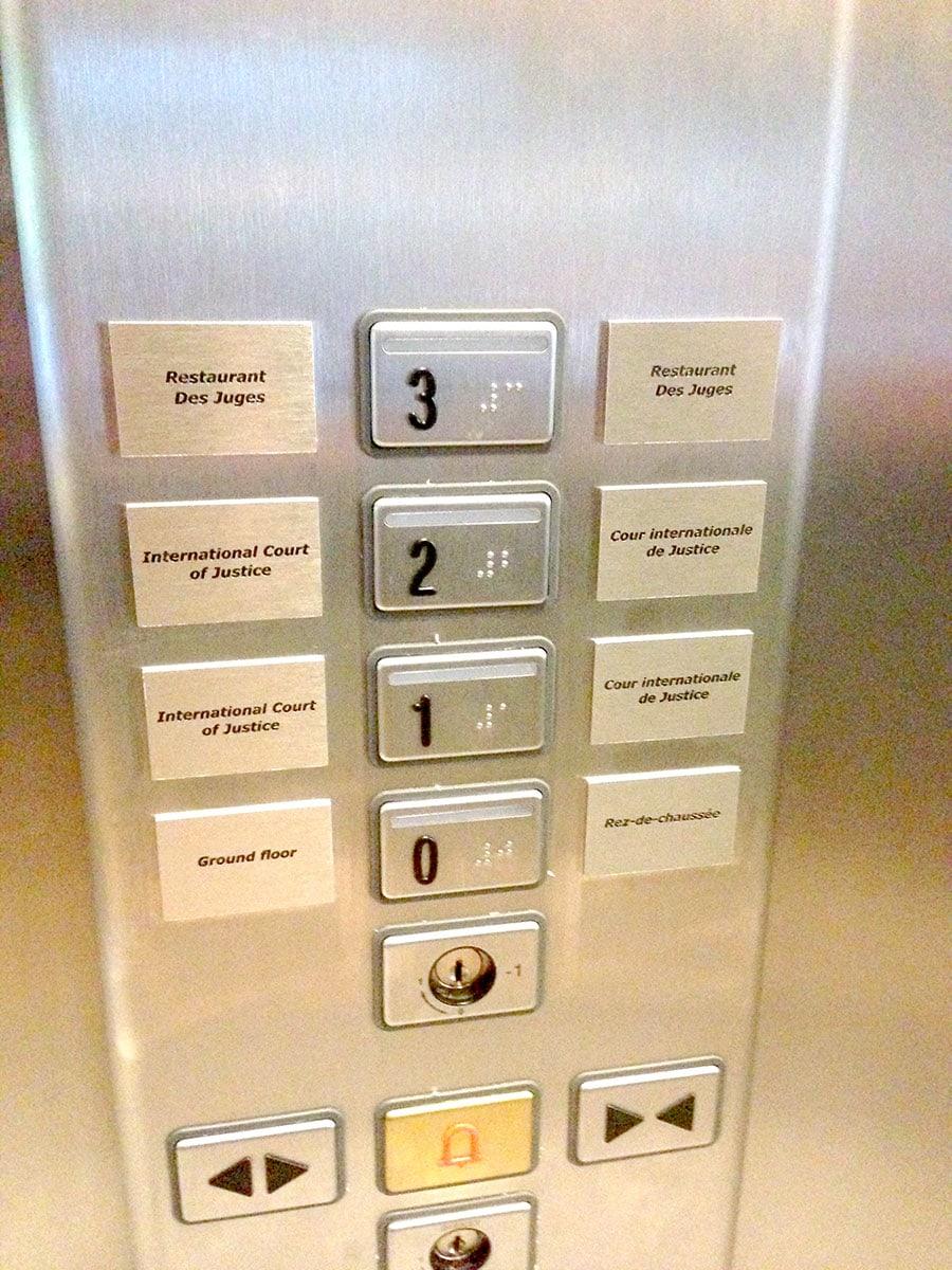 Gegraveerde lift verdiepingen