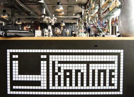 Logo op bar