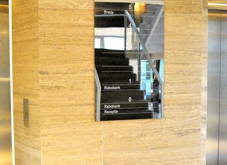 Spiegel metaal bord in voyer