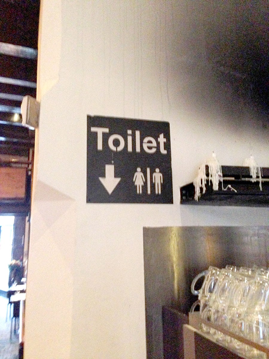 Toilet aanwijzing uit metaal