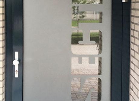 ondoorzichtige sticker op deur