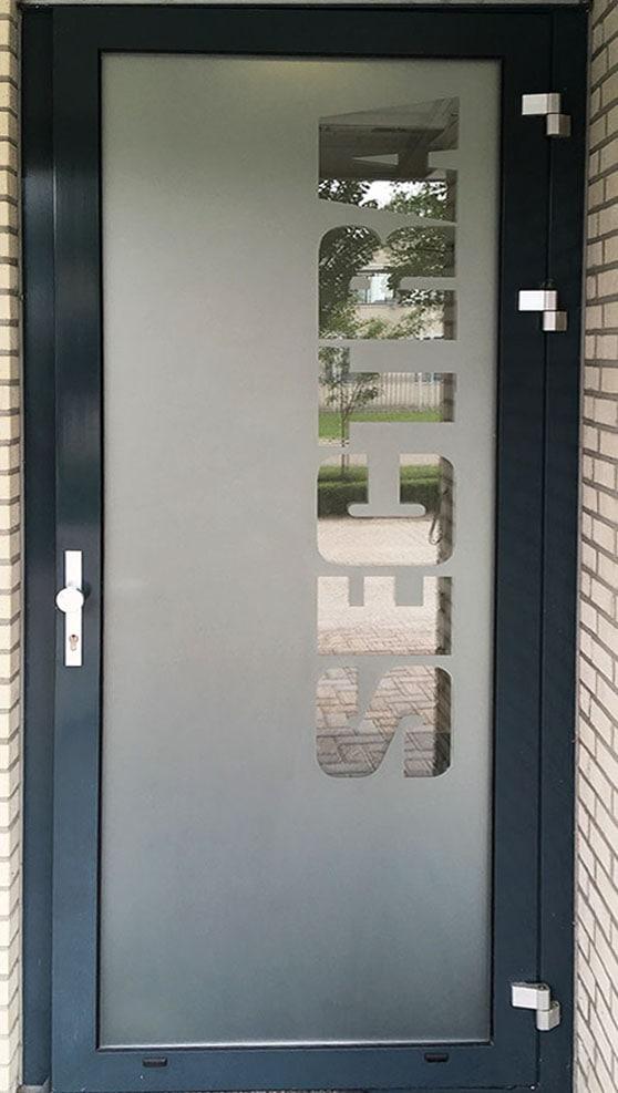 Niet doorzichtig sticker op deur