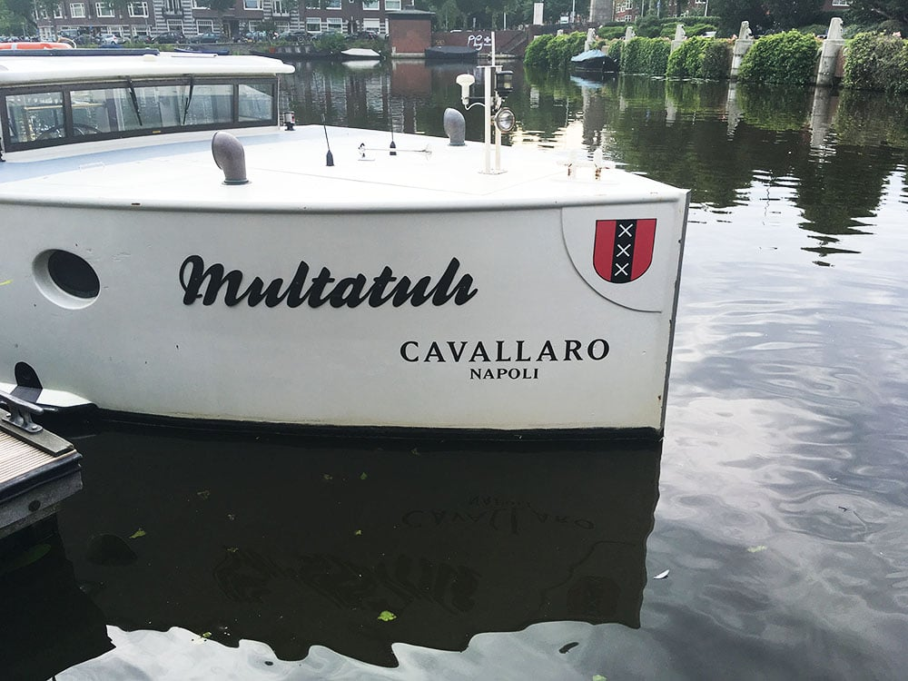Stickers op evenement boot