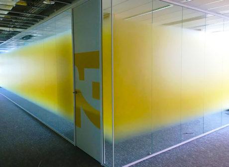 Whiteboard op glazen_wand
