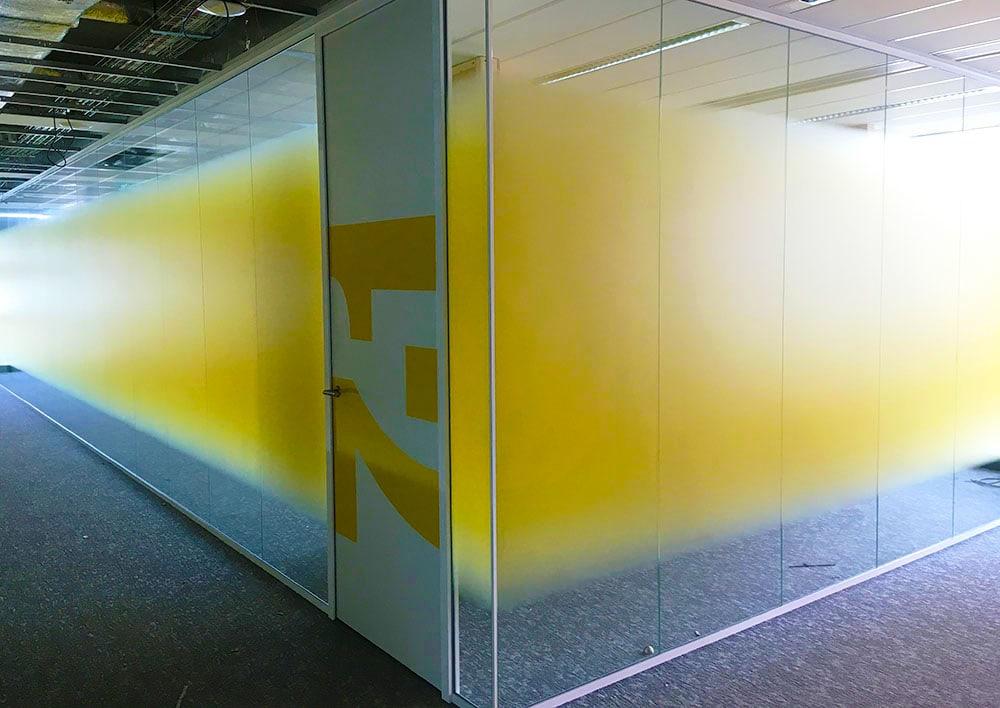 Whiteboard op glazewand